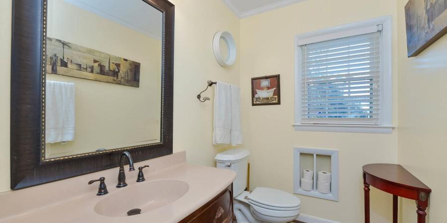 Bathroom 1- 1st Floor